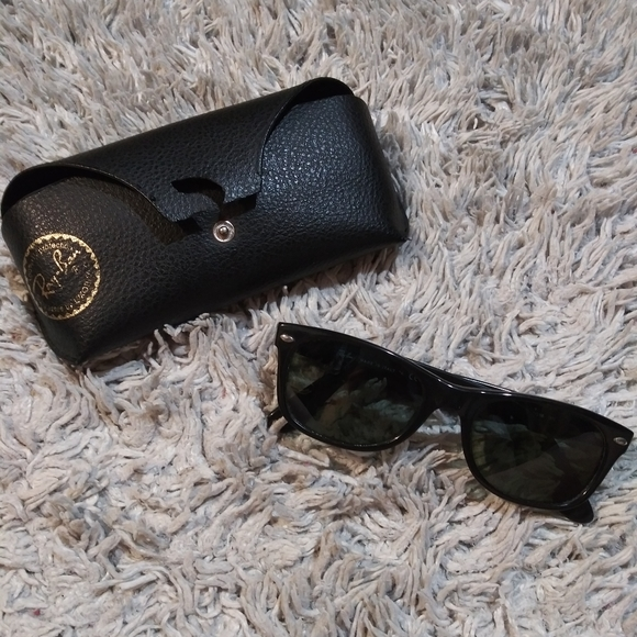 Ray-Ban Other - Ray-Ban shades w/ case